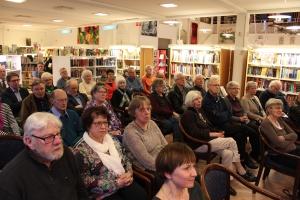 Margareta Skantze lockade en stor publik till biblioteket i Olofström.